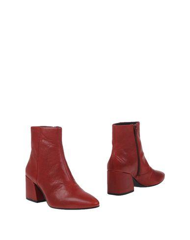 Фото - Полусапоги и высокие ботинки от VAGABOND SHOEMAKERS красного цвета