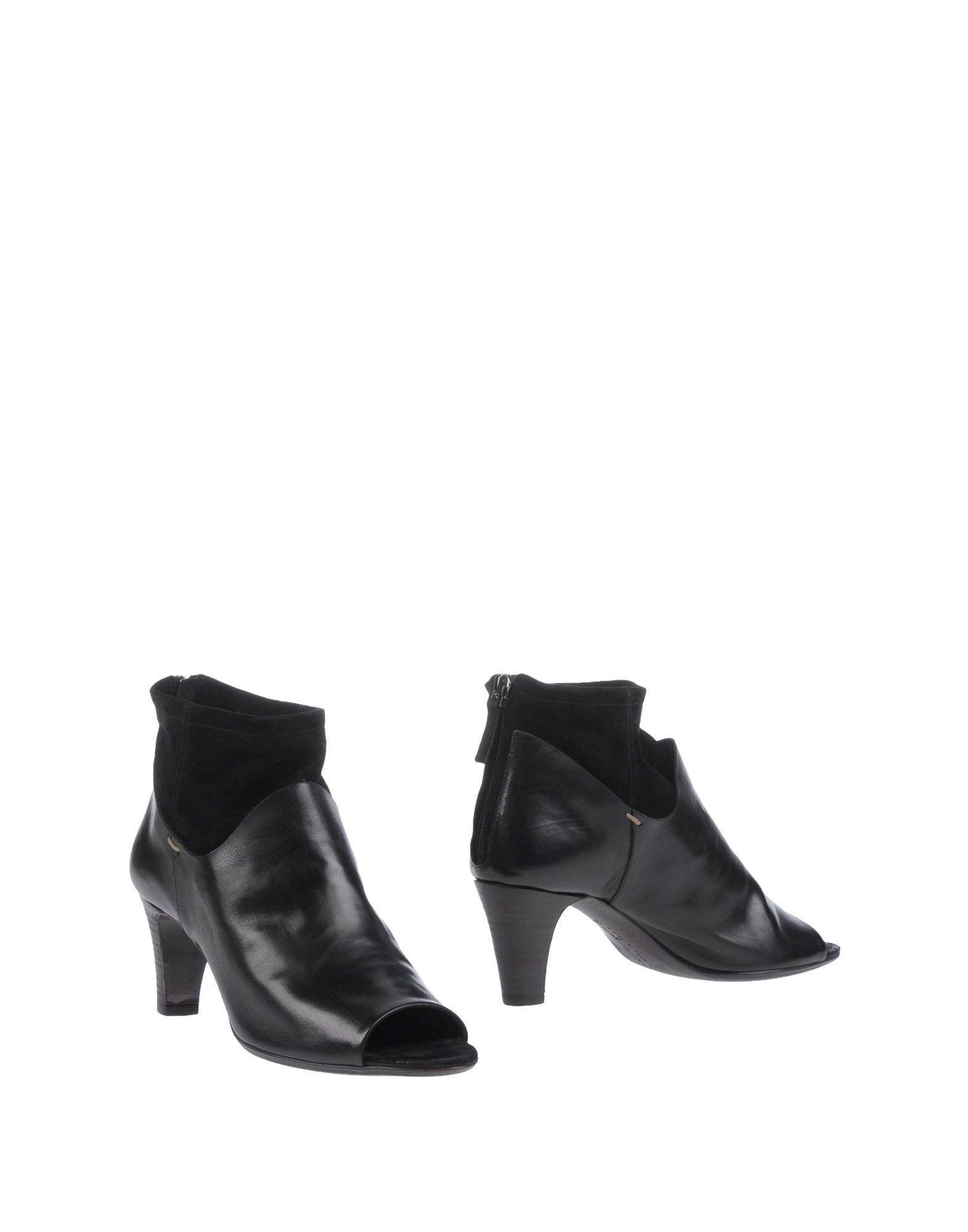 LABORATORIGARBO Ankle Boot in Black