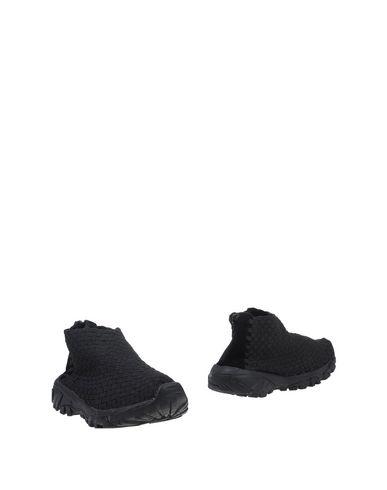 Полусапоги и высокие ботинки от BERNIE MEV.