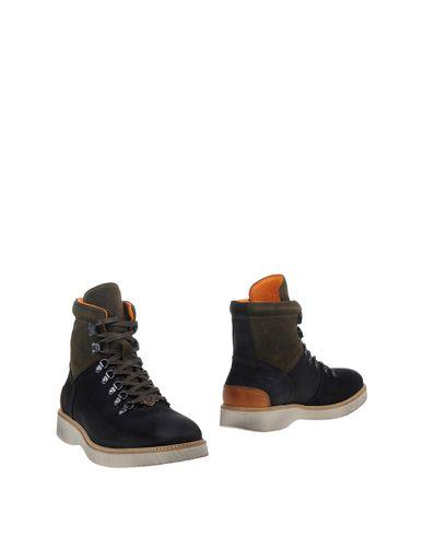 Полусапоги и высокие ботинки от PIERRE DARRÉ