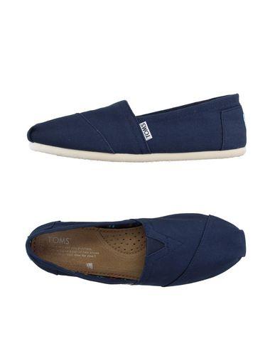 Низкие кеды и кроссовки TOMS 11142388DV