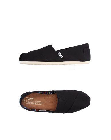 Низкие кеды и кроссовки TOMS 11142388SC