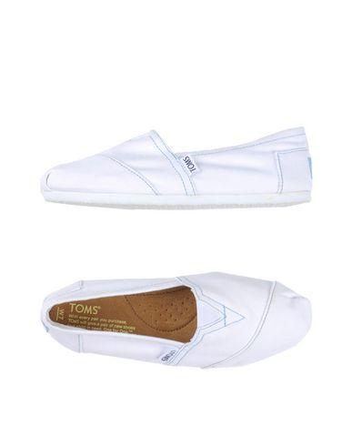 Низкие кеды и кроссовки TOMS 11142388TU