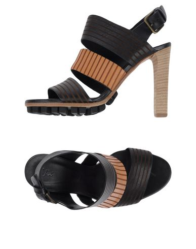 Фото - Женские сандали VIC черного цвета
