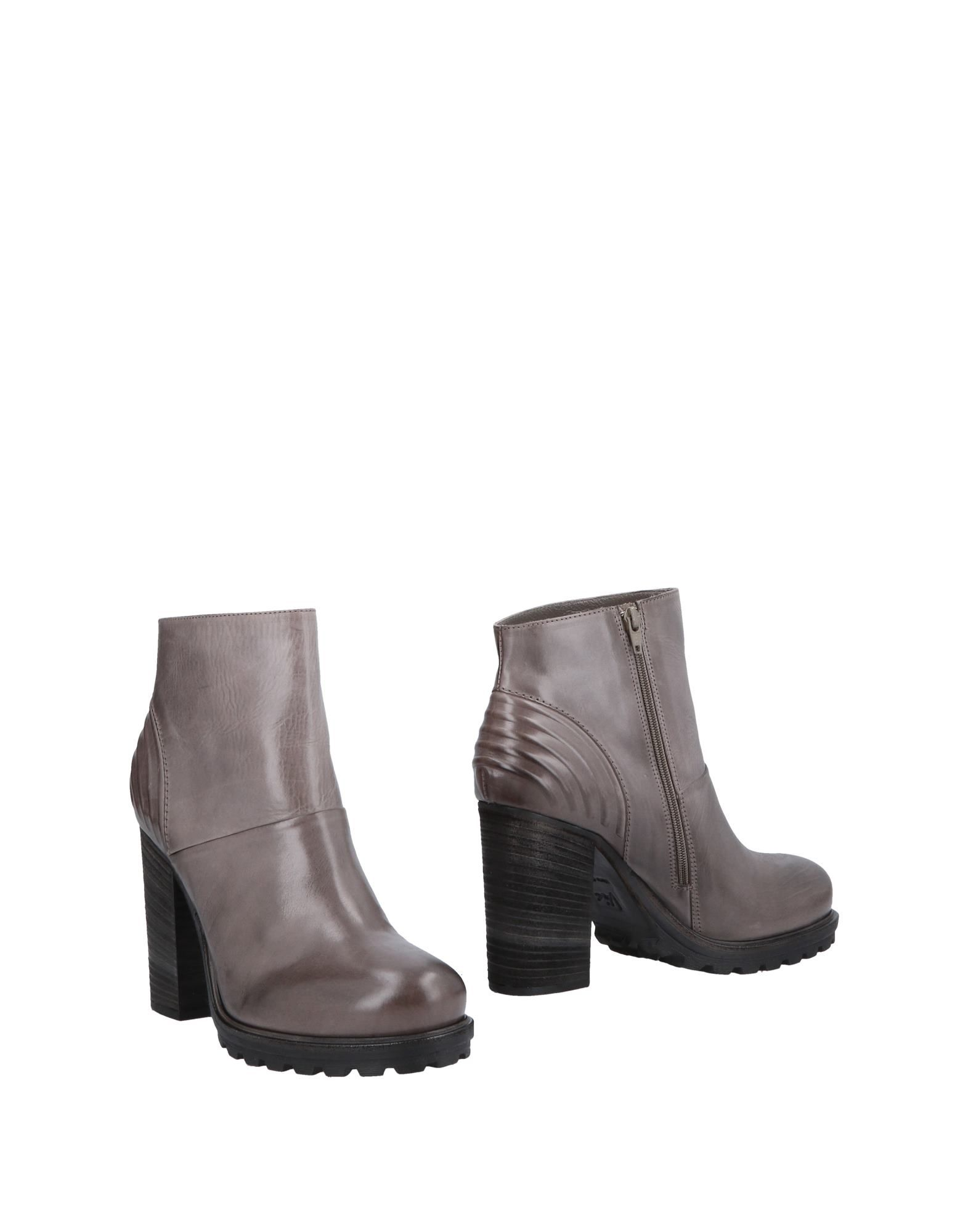VIC Ankle Boot in Lead