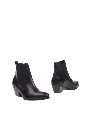 Полусапоги и высокие ботинки от ABBOT KINNEY