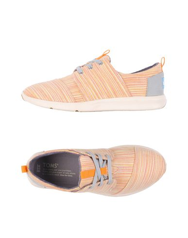 Низкие кеды и кроссовки TOMS 11202536WJ
