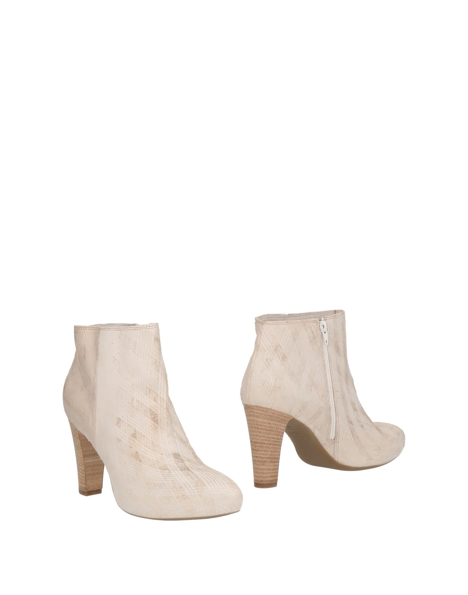 VIC Ankle Boot in Ivory