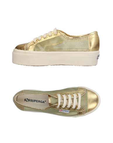 Фото - Низкие кеды и кроссовки от SUPERGA золотистого цвета
