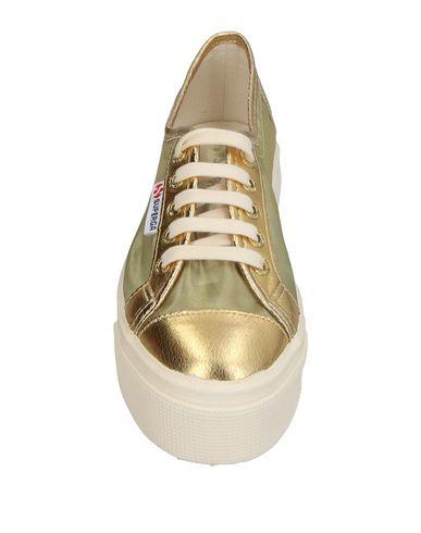 Фото 2 - Низкие кеды и кроссовки от SUPERGA золотистого цвета