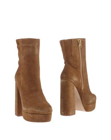 Фото - Полусапоги и высокие ботинки от WINDSOR SMITH цвет верблюжий
