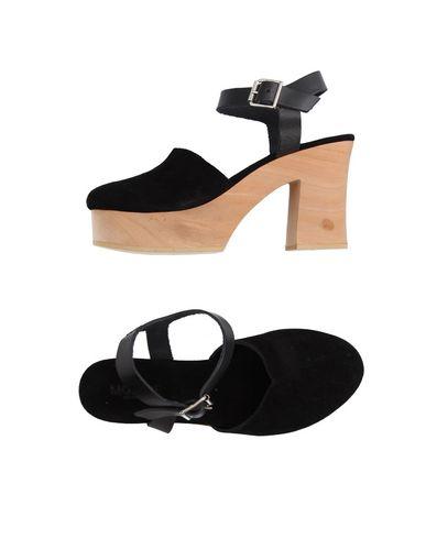 Фото - Женские сандали MOROBĒ черного цвета