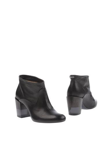 Полусапоги и высокие ботинки от AALTO