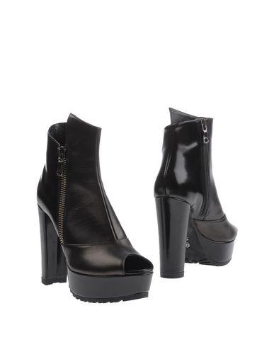 Фото - Полусапоги и высокие ботинки от LORENZO MARI черного цвета