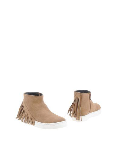 Полусапоги и высокие ботинки от OCA-LOCA
