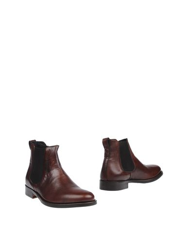 Полусапоги и высокие ботинки от BRIAN DALES