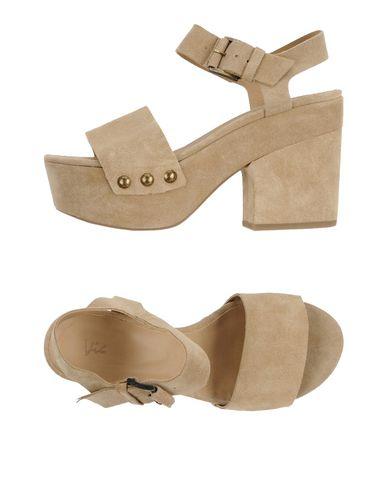 Фото - Женские сандали VIC бежевого цвета