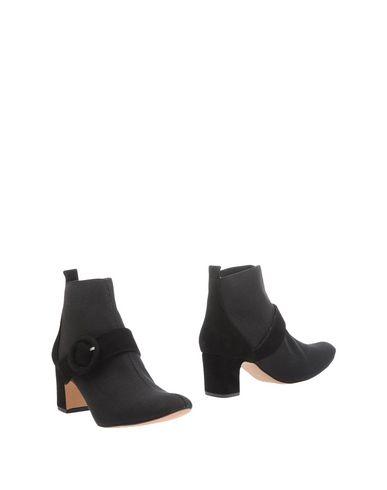 Полусапоги и высокие ботинки от ANCARANI