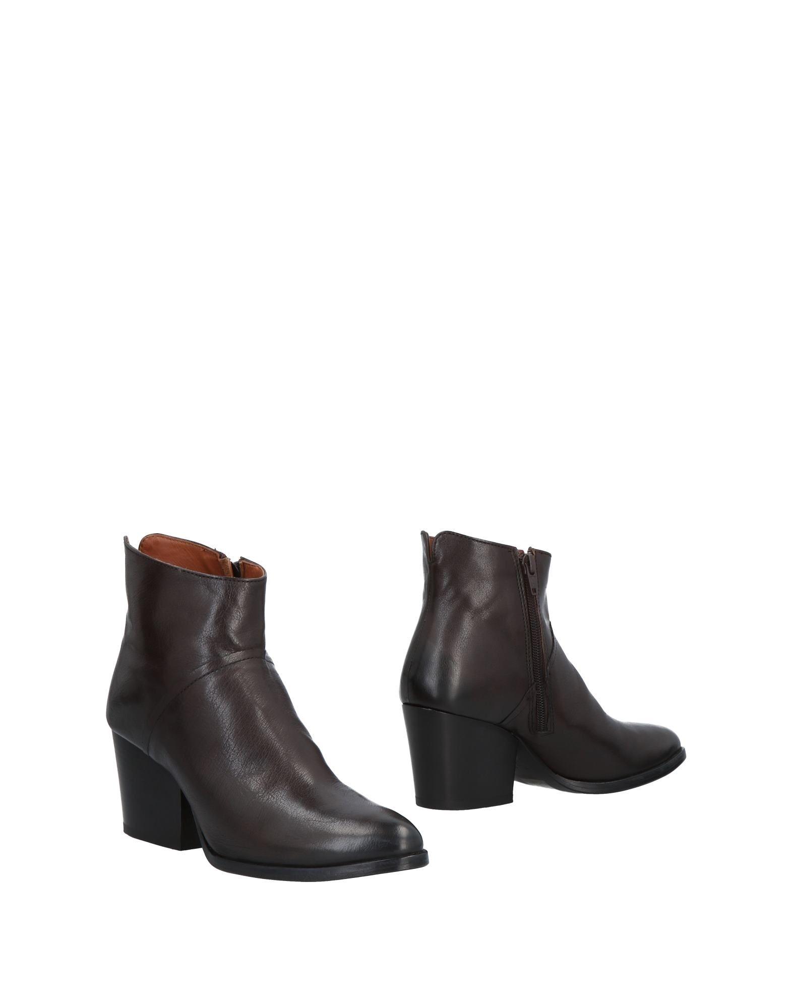 E...VEE | E.VEE Ankle boots | Goxip