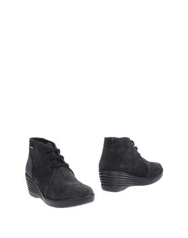 Полусапоги и высокие ботинки от STONEFLY
