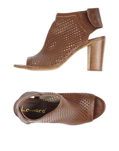 Сандалии от LEMARÉ