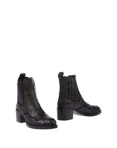 Полусапоги и высокие ботинки от CARSHOE