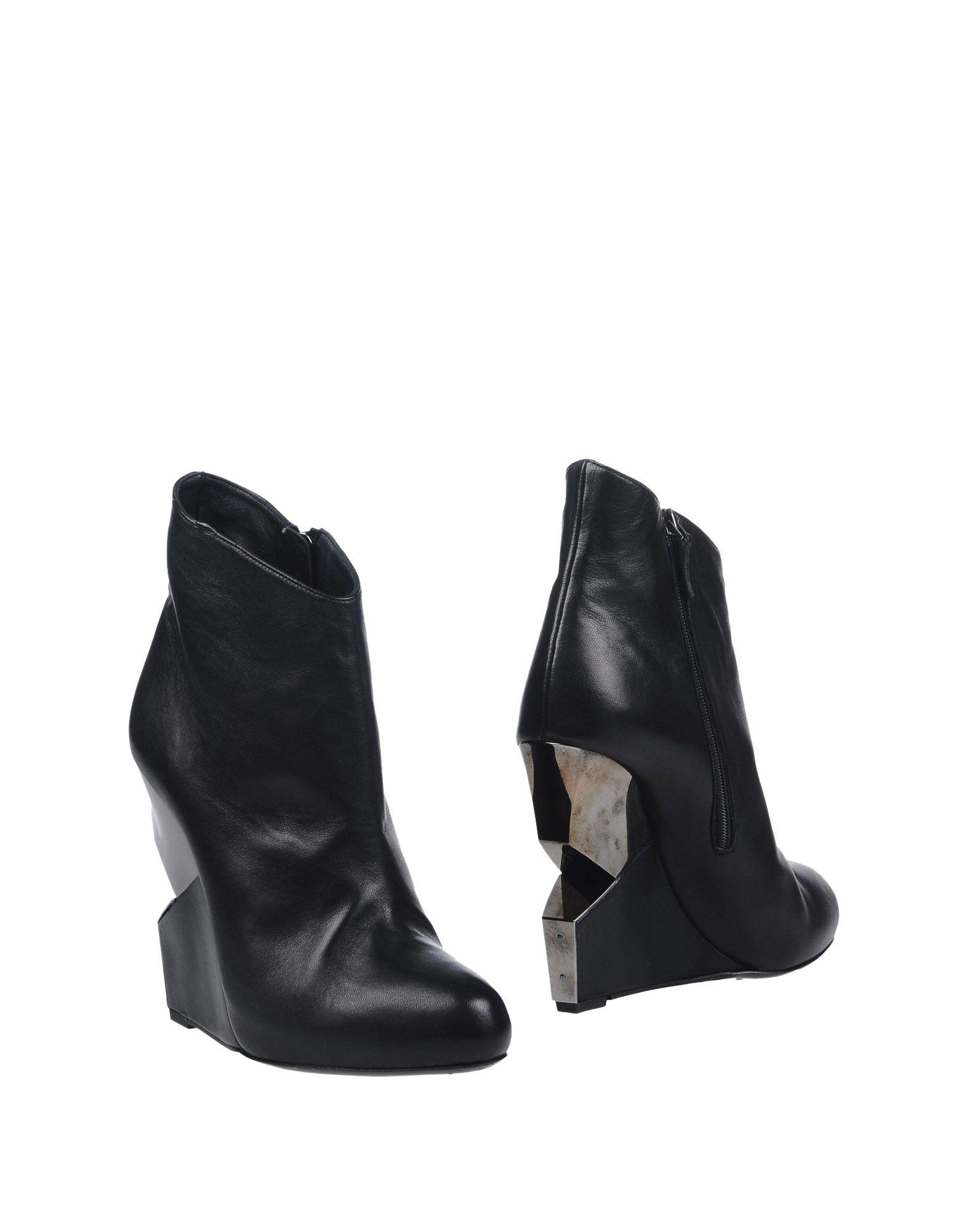 где купить  CHARLINE DE LUCA Полусапоги и высокие ботинки  по лучшей цене