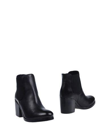 STRATEGIA Полусапоги и высокие ботинки  недорого