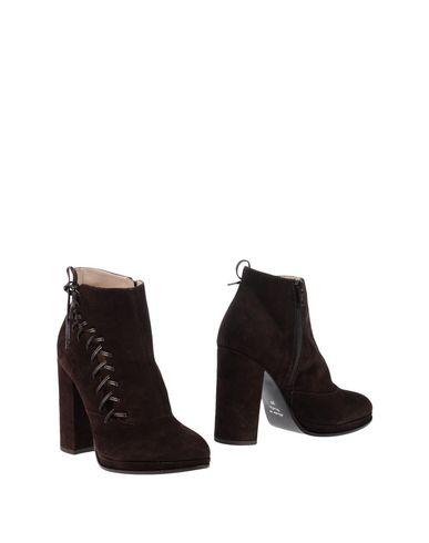 Полусапоги и высокие ботинки от ELIANA BUCCI