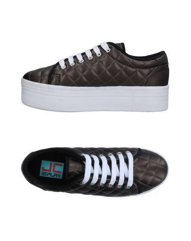 Фото - Низкие кеды и кроссовки темно-коричневого цвета
