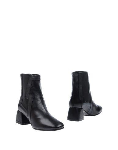 Полусапоги и высокие ботинки от MARC ELLIS