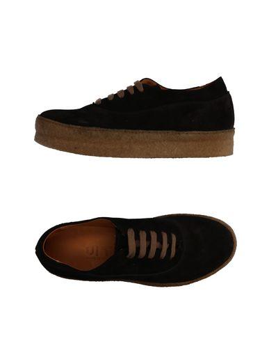 Низкие кеды и кроссовки UIT. Цвет: черный