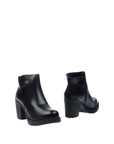 Полусапоги и высокие ботинки STELLABERG