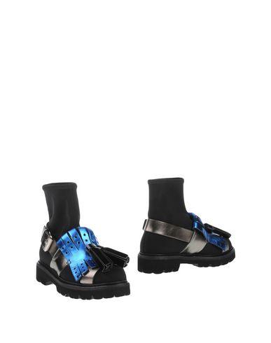 Полусапоги и высокие ботинки от MSGM