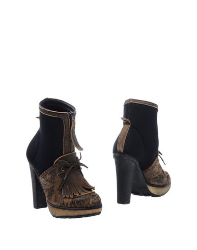 Полусапоги и высокие ботинки от COLLECTION PRIVĒE?
