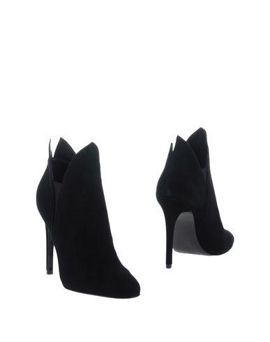 Полусапоги и высокие ботинки от KENDALL + KYLIE