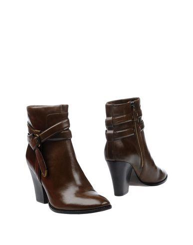 Полусапоги и высокие ботинки от AERIN