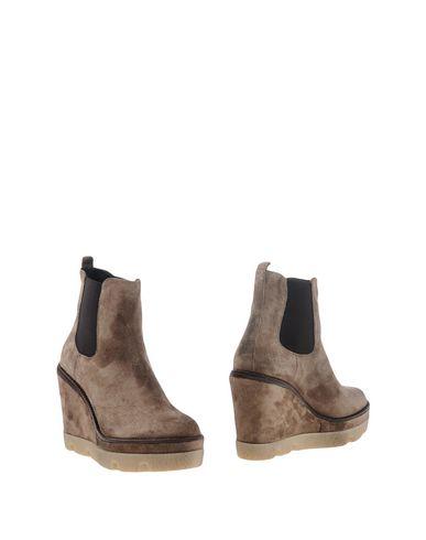 Полусапоги и высокие ботинки от JANET SPORT