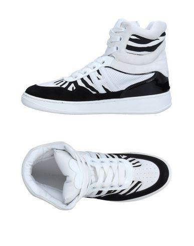 Фото - Высокие кеды и кроссовки белого цвета