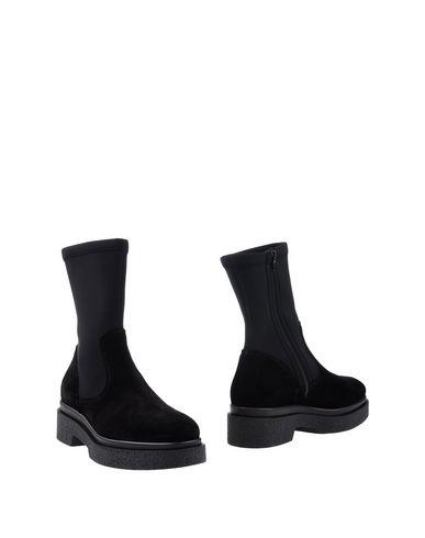 Полусапоги и высокие ботинки от JEANNOT