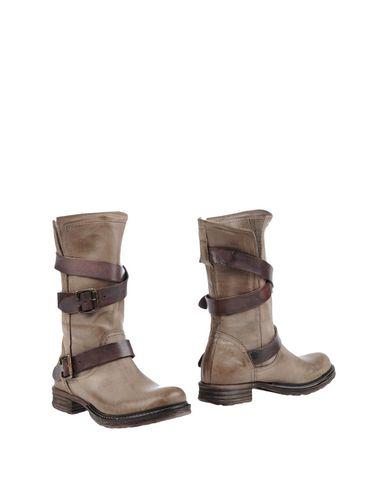 Полусапоги и высокие ботинки от AMUST