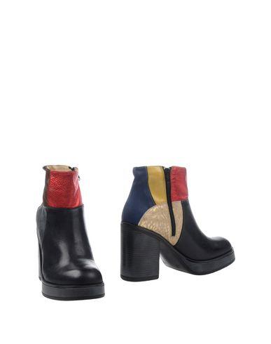 Полусапоги и высокие ботинки от EBARRITO