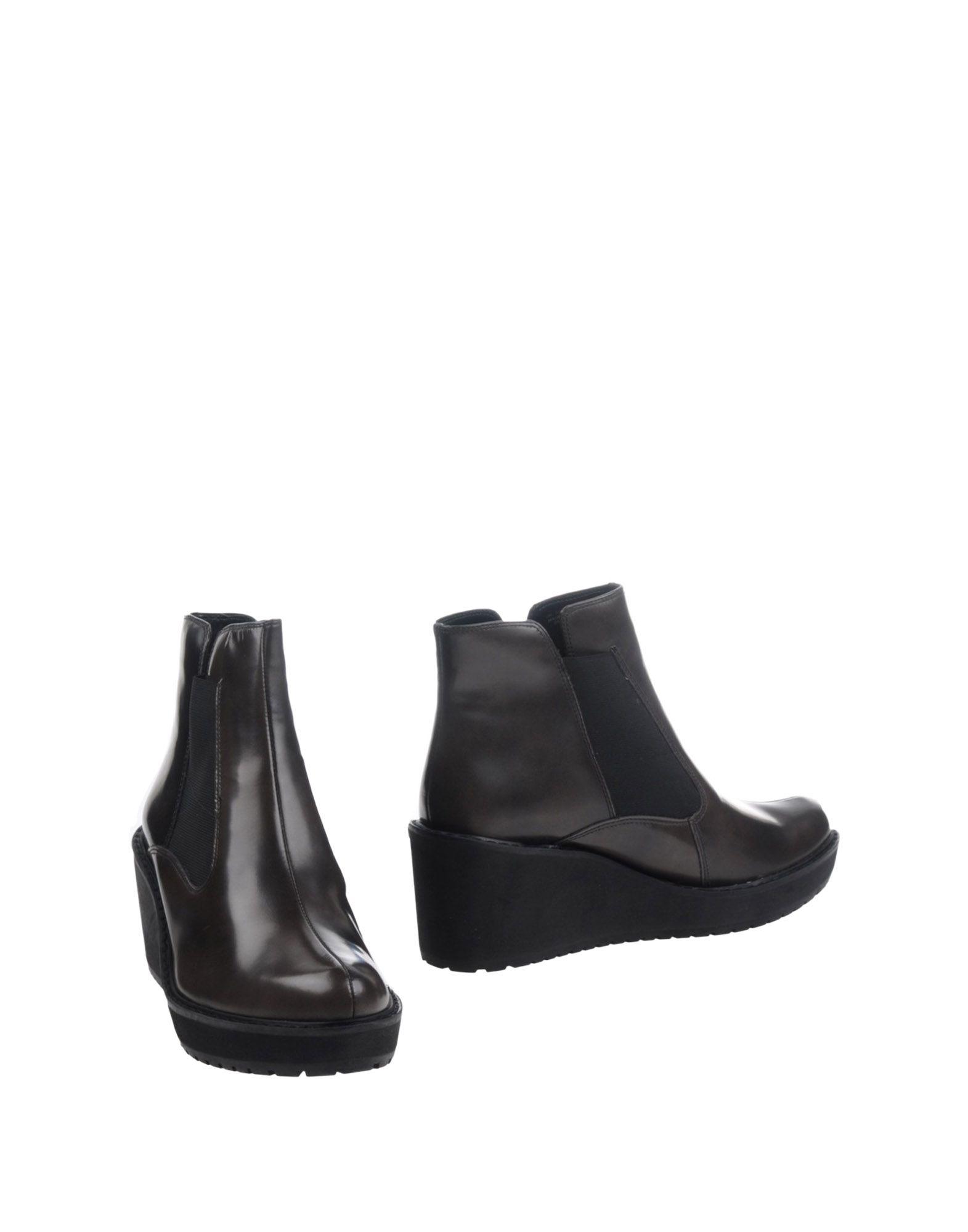 CLARKS Полусапоги и высокие ботинки