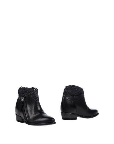 Полусапоги и высокие ботинки от CINZIA ARAIA