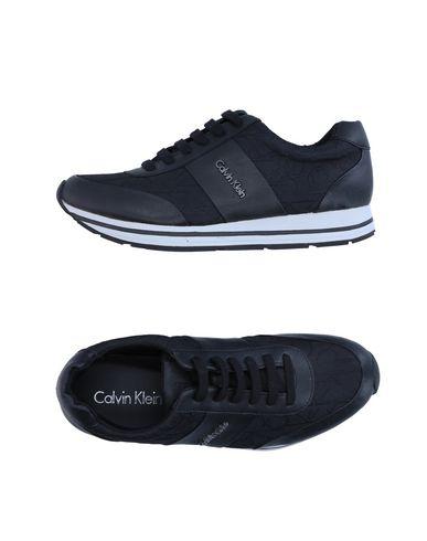 CALVIN KLEIN Низкие кеды и кроссовки ck calvin klein высокие кеды и кроссовки