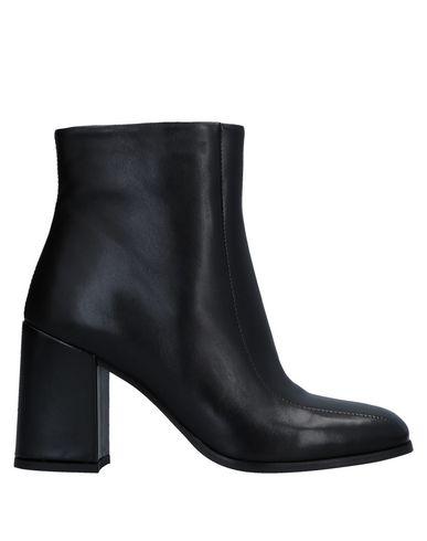 Полусапоги и высокие ботинки от GUSTO