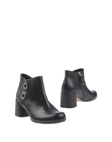 Полусапоги и высокие ботинки от AUDLEY