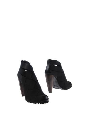 Полусапоги и высокие ботинки от ACROBATS OF GOD