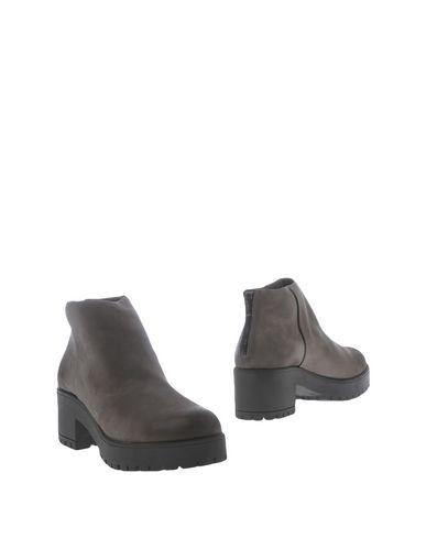 Полусапоги и высокие ботинки от BAGATT