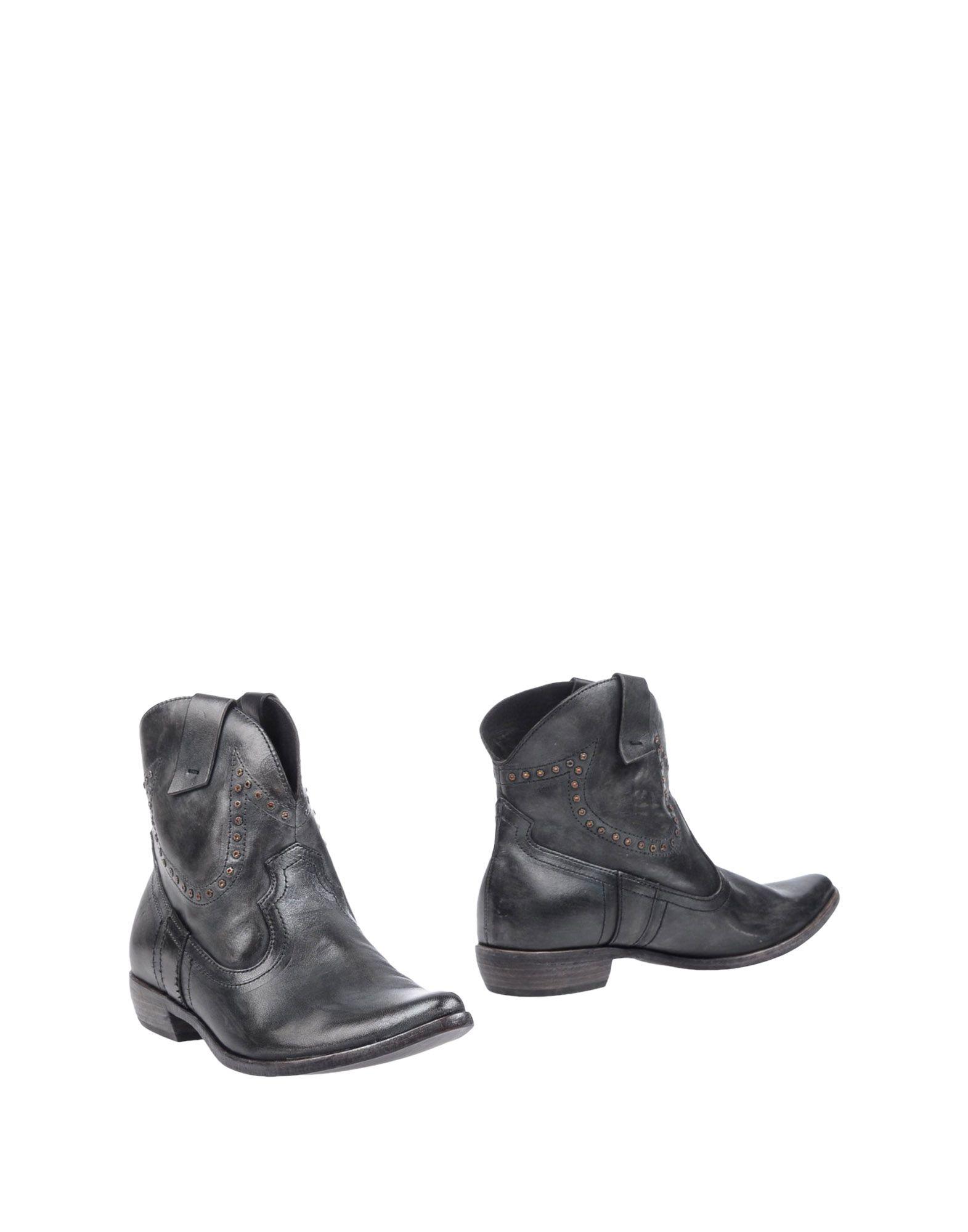 цена  CRIME London Полусапоги и высокие ботинки  онлайн в 2017 году